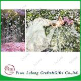 I petali di Rosa di seta del fiore di simulazione decorano per la festa nuziale
