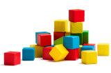 Bunte Spielwaren mit dem unterschiedlichen Entwurf, gebildet durch Kunststoff