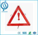 Triangolo d'avvertimento di incidente del camion e dell'automobile