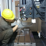 三菱システムCNCによって進められる高性能の訓練およびマシニングセンター(MT50B)