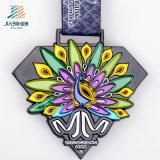 カスタムエナメルの孔雀の多彩なロゴの金属のマラソンの連続したトロフィメダル