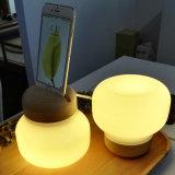 Modernes weißes Glasanzeigen-Tisch-Licht mit iPhone 6 Aufladeeinheit