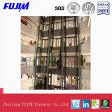 Elevatore facente un giro turistico dell'interno per il centro commerciale con il coperchio di vetro esterno