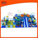Pas Huis van het Spel van de Speelplaats van Kinderen het Binnen Zachte aan