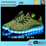 ココナッツ軽い靴LEDの明るい靴の織り方のフラッシュはUSBの方法人およびLadys LEDの靴に蹄鉄を打つ