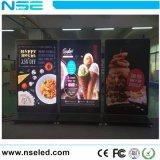 L'intérieur de la publicité avec affichage LED mobile 3G le contrôle WiFi