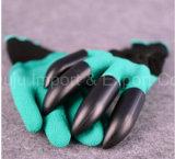 プラスチック爪が付いている掘る手袋を植える乳液の泡の上塗を施してある庭