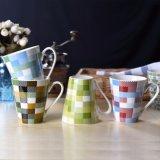 Colorir a caneca cerâmica quadrada de V