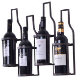 La bouteille à l'extérieur rayent la crémaillère d'étalage fixée au mur de vin