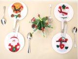 De Decoratie van de Lijst van de Zakken van het Mes en van de Vork van de Houders van het Tafelgereedschap van het Diner van Kerstmis van het Kostuum van de kerstman