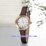 El reloj vendedor caliente modificó el reloj de la mujer para requisitos particulares (WY-030D)