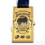 Medalla del medallón de la espada del guerrero de la liga del campeonato con su insignia de encargo