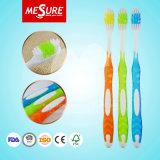 Cepillos de dientes de goma suaves de alto nivel del adulto de la maneta