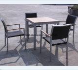 안뜰을%s 고리 버들 세공 식사 의자