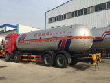 Camion-citerne aspirateur de transport d'essence de Faw 8X4 de la grande capacité