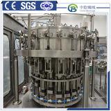 A nova garrafa de água mineral de máquina de enchimento do depósito de água e refrigerante