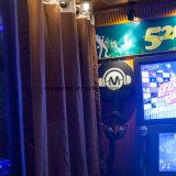 K In werking gestelde Spel van de Machine van het Spel van de Arcade van de Muziek van de Staaf het Video Zingende Muntstuk