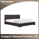 Классические деревянные кровати для спальни