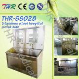 ThrSs028ステンレス鋼の病院は流しをごしごし洗う