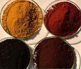 鉄酸化物の赤く黄色い暗藍色のブラウンのオレンジ鉄酸化物の粉