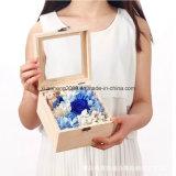 Деревянная коробка подарков для окна