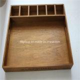 Caixa de perfume de madeira antiga e quente com janela clara