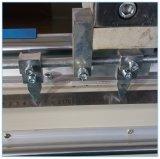Il mitra di alluminio ha veduto per la finestra di alluminio ed il portello