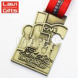 Do esporte de cobre de bronze velho antigo feito sob encomenda da concessão da fábrica de China medalha Running da estação de acabamento da raça com colhedores da fita
