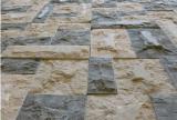 Surface renversé bleu maçonnage de calcaire de bord