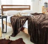 珊瑚の羊毛毛布の投球のビロード毛布
