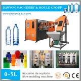Botella de agua de consumición que hace la máquina para el animal doméstico