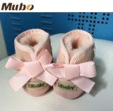 De warme Laarzen van het Meisje van de Baby van de Winter Leuke met AchterBowknot