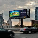 두 배 옆 게시판을 광고하는 도로 시설물 큰 프레임 LED