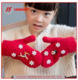 冬の新しい子供の漫画の手袋のニット袋はクリスマスの雪片の倍の暖かい厚化のミトンを示す