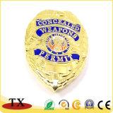 Épinglette en or et d'insigne de police de métal avec capuchon de papillon