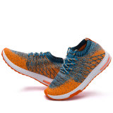 中国の製靴工場の最新のデザインは女性のFlyknitの網の靴の実行を遊ばす