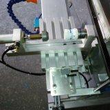 Fachmann stellen Einstellungs-Rad einen Farben-Auflage-Drucker her