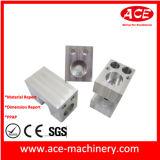 La pulvérisation automatique une partie de l'usinage CNC