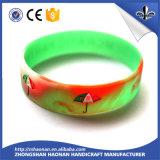 Constructeur vendant le bracelet fait sur commande de silicones de mode