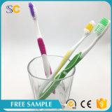 Cepillo de dientes plástico adulto de la cerda suave material de la maneta de los PP