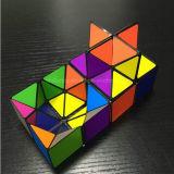 Der erstaunliche magische Würfel, der geometrische Puzzlespiel-Spielwaren umwandelt