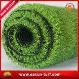Hierba plástica de la alfombra artificial de la hierba de China para la decoración del jardín