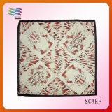 2017 100% Polyester foulard carré d'impression de nouvelle conception