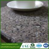 Heiße Verkaufs-künstlicher grauer Quarzvorfabriziertcountertop für Badezimmer-Küche