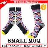 Gekämmte Baumwolle gekopierte Kleid-Socken der Männer