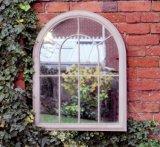 旧式な錬鉄の庭ミラー