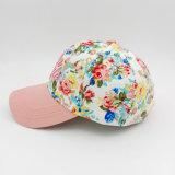 女性のための多彩な王冠のCustomiedの3Dによって刺繍されるピンクの縁の野球帽