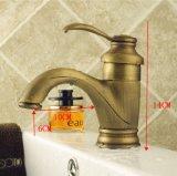 Golpecitos de mezclador calientes y fríos retros de cobre amarillo del lavabo de colada
