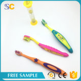 Toothbrush e dentífrico descartáveis do miúdo da segurança