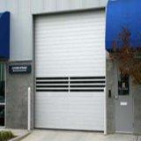 L'entrepôt en gros enroulent la porte